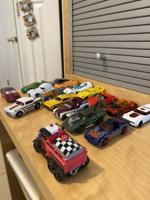 Hot wheels 18 cars with Star Wars case for Sale in Three Lakes, FL
