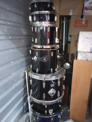 Drumset, symbols, stands and hardware for Sale in Spring Valley, CA