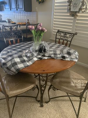Dinning table for Sale in Reedley, CA