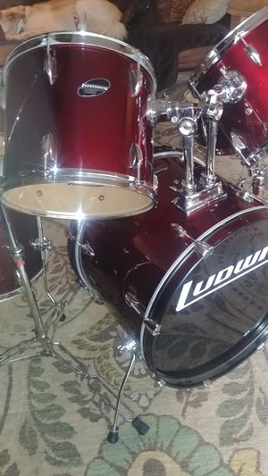 Ludwig drum set, cymbal kit and roadrunner cases for Sale in Tampa, FL