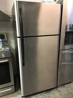 FRIGIDAIRE REFRIGERATOR TOP FREEZER 20 CUFT. IN STAINLESS STEEL DELIVERY SAME DAY for Sale in Pico Rivera, CA