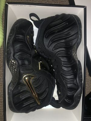 "Foamposite ""Black/Metallic Gold"" Size 8 mens for Sale in Seattle, WA"