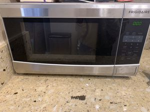 Frigidaire Microwave for Sale in Costa Mesa, CA