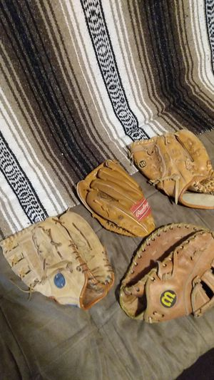 Five used Little league baseball gloves. for Sale in Harvey, IL