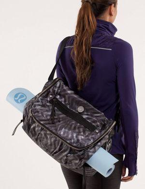 Lululemon yoga Moto messenger bag for Sale in Seattle, WA