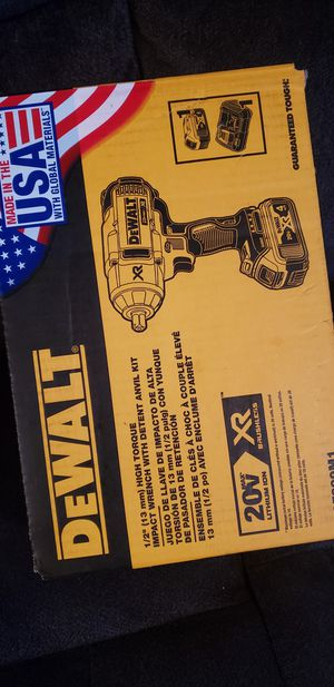 DEWALT IMPACT WRENCH KIT 1/2 for Sale in Los Angeles, CA