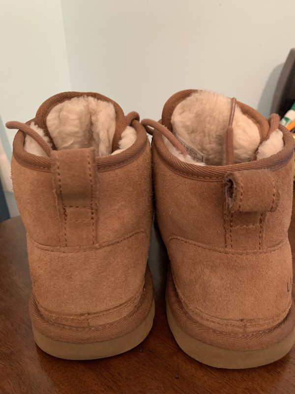MEN'S UGGS SIZE 6 (women's size 8)