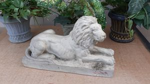 3 plants and lion statue for Sale in Fairfield, CA