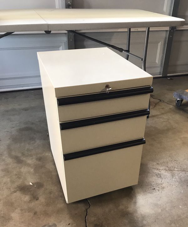 File cabinet, 3 drawers , with wheels and set of keys