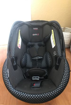 Britax safe cell impact protection infant to 30 lbs car seat. Base included. for Sale in Largo, FL