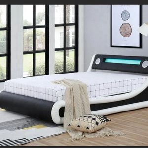 """KING SIZE MODERN BED WITH LED, SPEAKERS"""" BLUETOOTH, STORAGE for Sale in West Palm Beach, FL"""