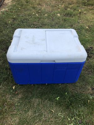 Cooler medium size for Sale in Battle Ground, WA