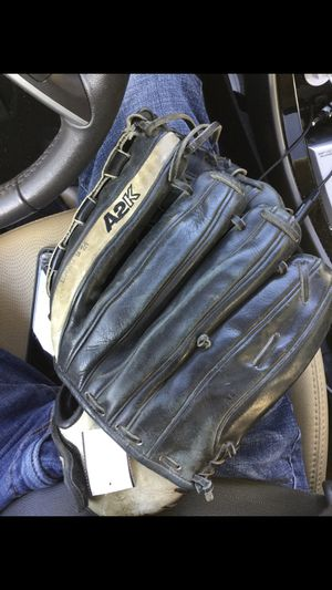 Baseball or softball glove for Sale in Renton, WA