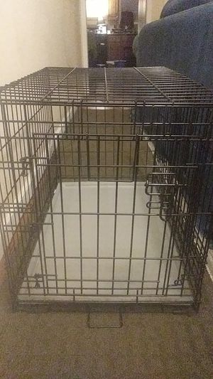 """Medium size dog crate 21""""H 19"""" W 30""""L for Sale in New Cumberland, PA"""