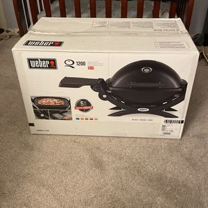 Weber Q 1200 OUTDOOR GAS GRILL BBQ for Sale in Los Angeles, CA
