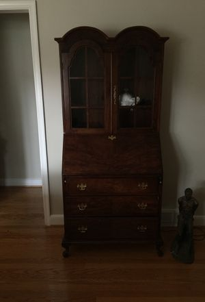 Antique curio cabinet for Sale in Wilmington, DE