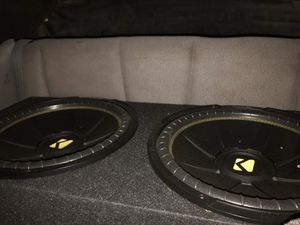 Kicker subwoofers and amplifier for Sale in Cleveland, OH