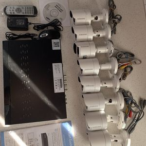 8 Samsung cameras with all equipment included for Sale in Glendale, AZ