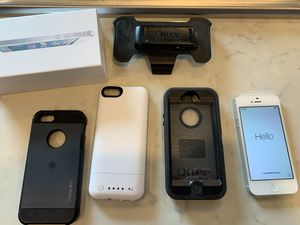 IPhone 5 32GB and cases, unlocked formerly ATT for Sale in Gig Harbor, WA