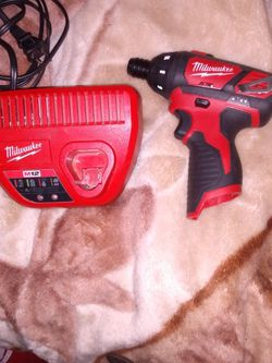 Milwaukee M12 Screwdriver And Charger for Sale in Tukwila,  WA
