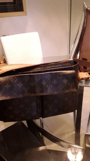 Designer purse for Sale in Pompano Beach, FL