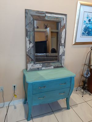 Gorgeous Vintage Bedroom Furniture Rustic Dresser & Mirror. ( Look under MY OFFERS ) for Sale in Orlando, FL