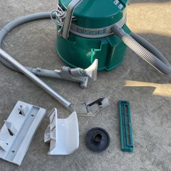 Bissell Green Machine Wet/Dry Carpet Upholstery Cleaner for Sale in Visalia,  CA