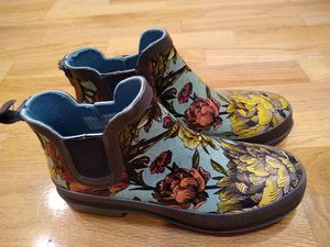 Great size 7 rain boots booties. Super cute and comfortable for Sale in Santa Clara, CA