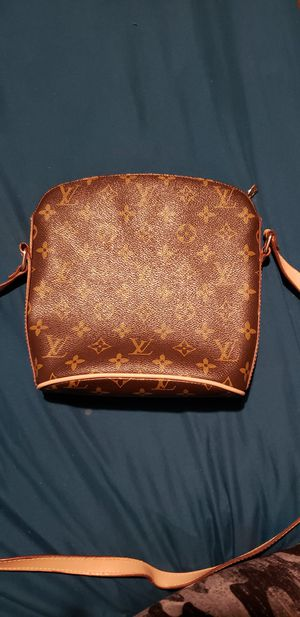 Authentic Louis Vuitton crossbody for Sale in St. Petersburg, FL