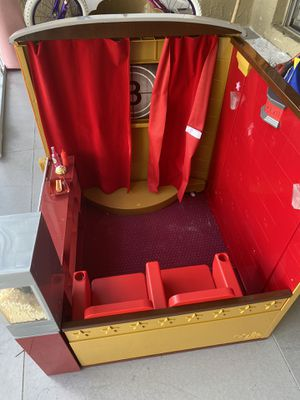 American Girl Doll Movie Theater for Sale in Pembroke Pines, FL