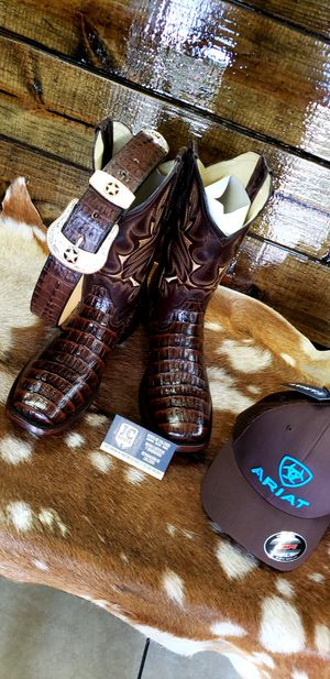 Combo/ boots/ belth/ cap ariat / for Sale in Houston, TX