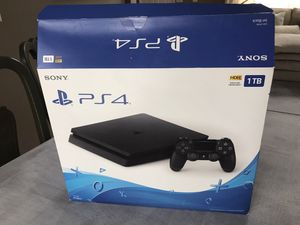 PlayStation 4 with headphones ,3 games and 1 controller. for Sale in Plainfield, IL