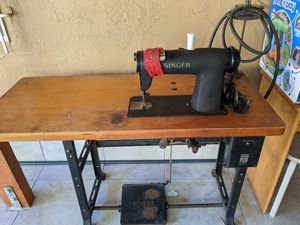 Singer sewing machine for Sale in Pleasant Hill, CA