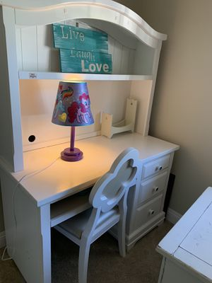 Living spaces teen desk in white for Sale in San Marcos, CA