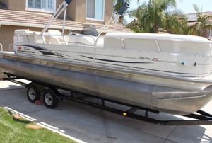 Low hours!2006 Sun Tracker Pontoon Boat with trailer for Sale in Atlanta, GA
