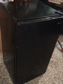 Mini Fridge for Sale in Mentor,  OH