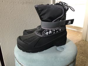 Snow boots for kids size 4 only used once. Black wedges size 6 1/2 only worn once for Sale in Santa Clarita, CA