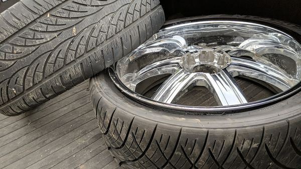 """Chevy universal 6 lug 24"""" all are pitted some the chrome is peeling I have no vehicle these will fit ."""