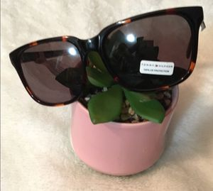 Tommy Hilfiger sunglasses for Sale in Pinellas Park, FL