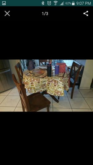 Dining table for Sale in Hialeah, FL
