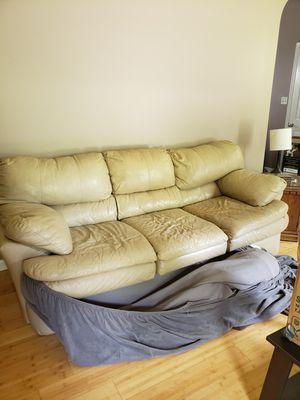 White leather couch for Sale in Pleasant Grove, AL