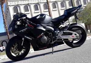 SELL HONDA CBR 1000RR 2006 CLEAN TITLE VERY LOW MILES 6.5K MILES. for Sale in Las Vegas, NV