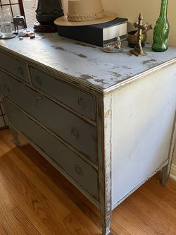 Deep Antique Chest of Drawers Solid Mahogany Dresser for Sale in Culver City,  CA