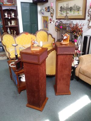 Tall retro floor model twin tower speakers for sale for Sale in St. Louis, MO