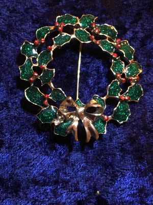 Christmas wreath Brooch for Sale in Murfreesboro, TN