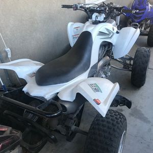 2007 yamaha Raptor 700 NO TRADES $5500 the lowest White Fuel injection Very fast just did the oil change on it PINK IN HAND for Sale in Montclair, CA
