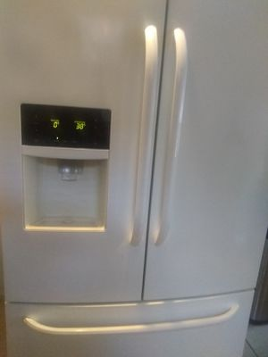 Frigidaire stove and refrigerator for Sale in Detroit, MI