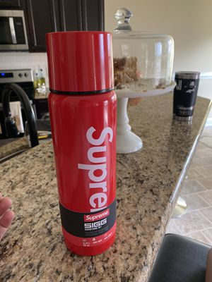 Supreme Water Bottle brand new for Sale in Clayton, NC