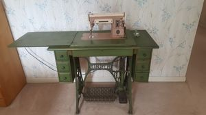 Vintage Antique Singer Treadle Sewing Machine Table for Sale in Laguna Hills, CA