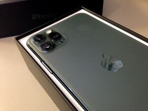 iPhone 11 pro max 64gb unlocked for Sale in Las Vegas, NV